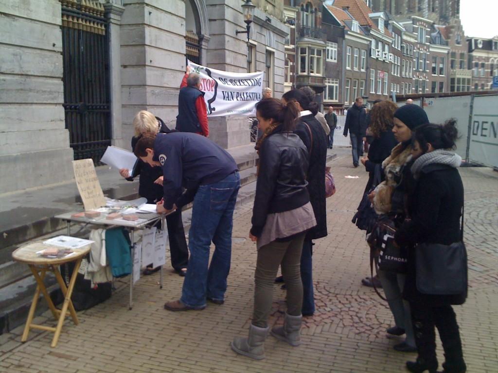 De rij voor het handtekeningtafeltje